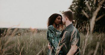 Die besten Dating Seiten für schwarze Frauen